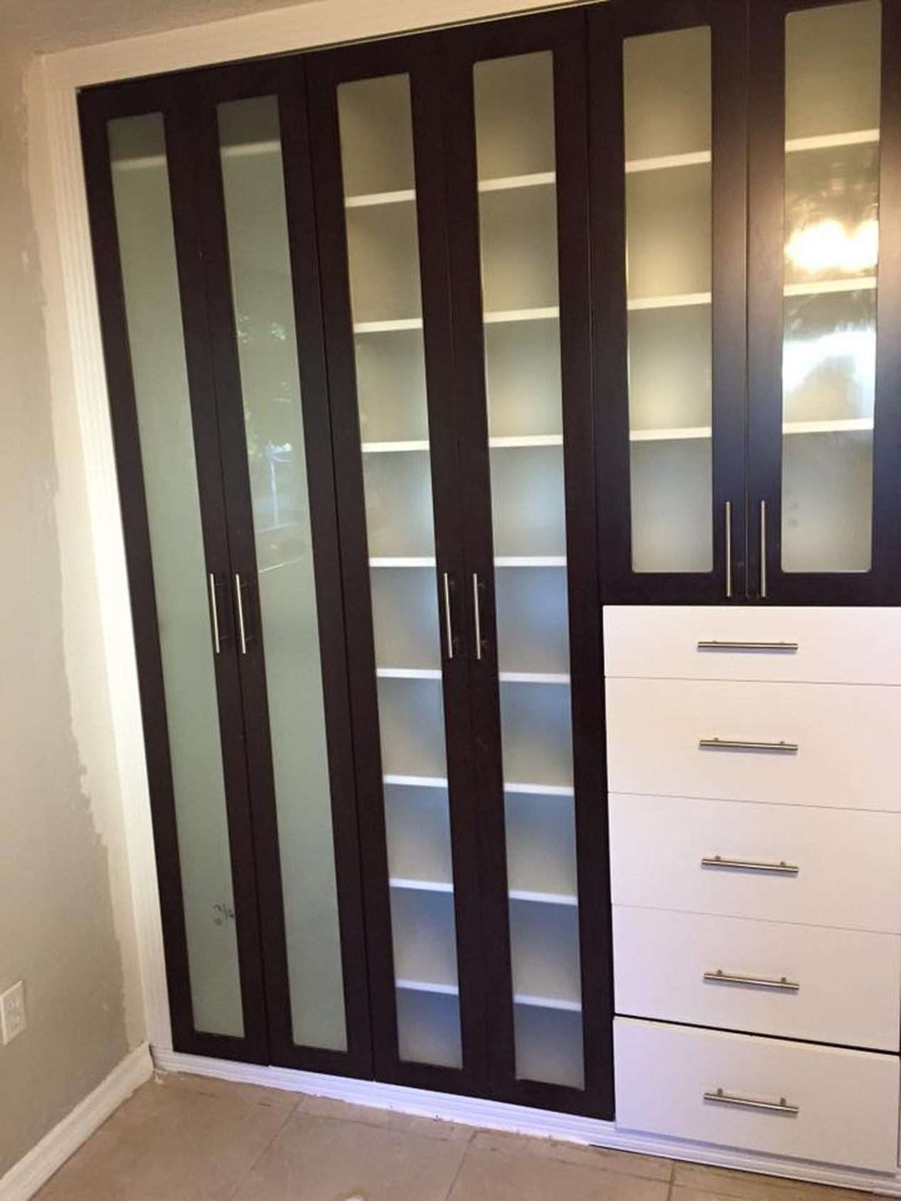 Reach-In Closets | Americlosets Inc.