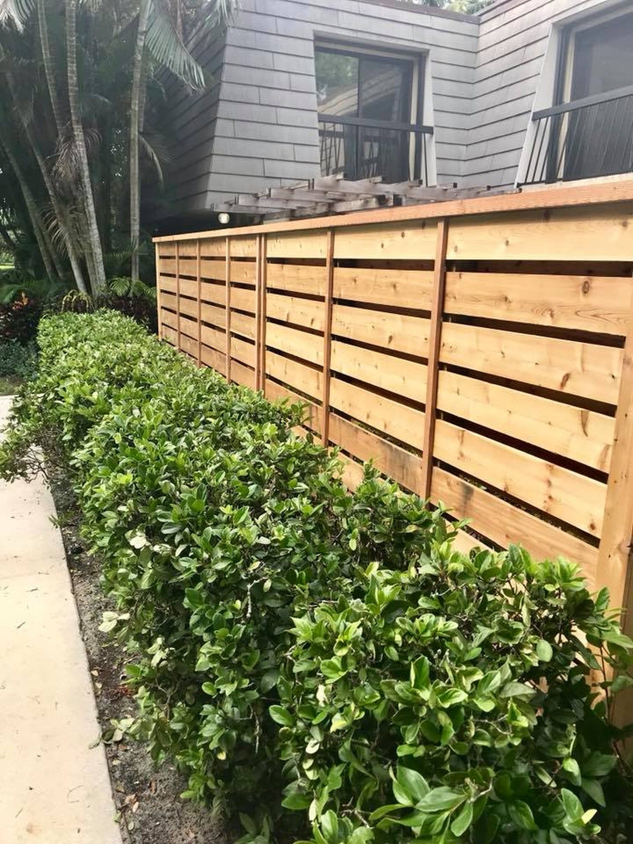 FENCES-CEDAR HORIZONTAL BOARD