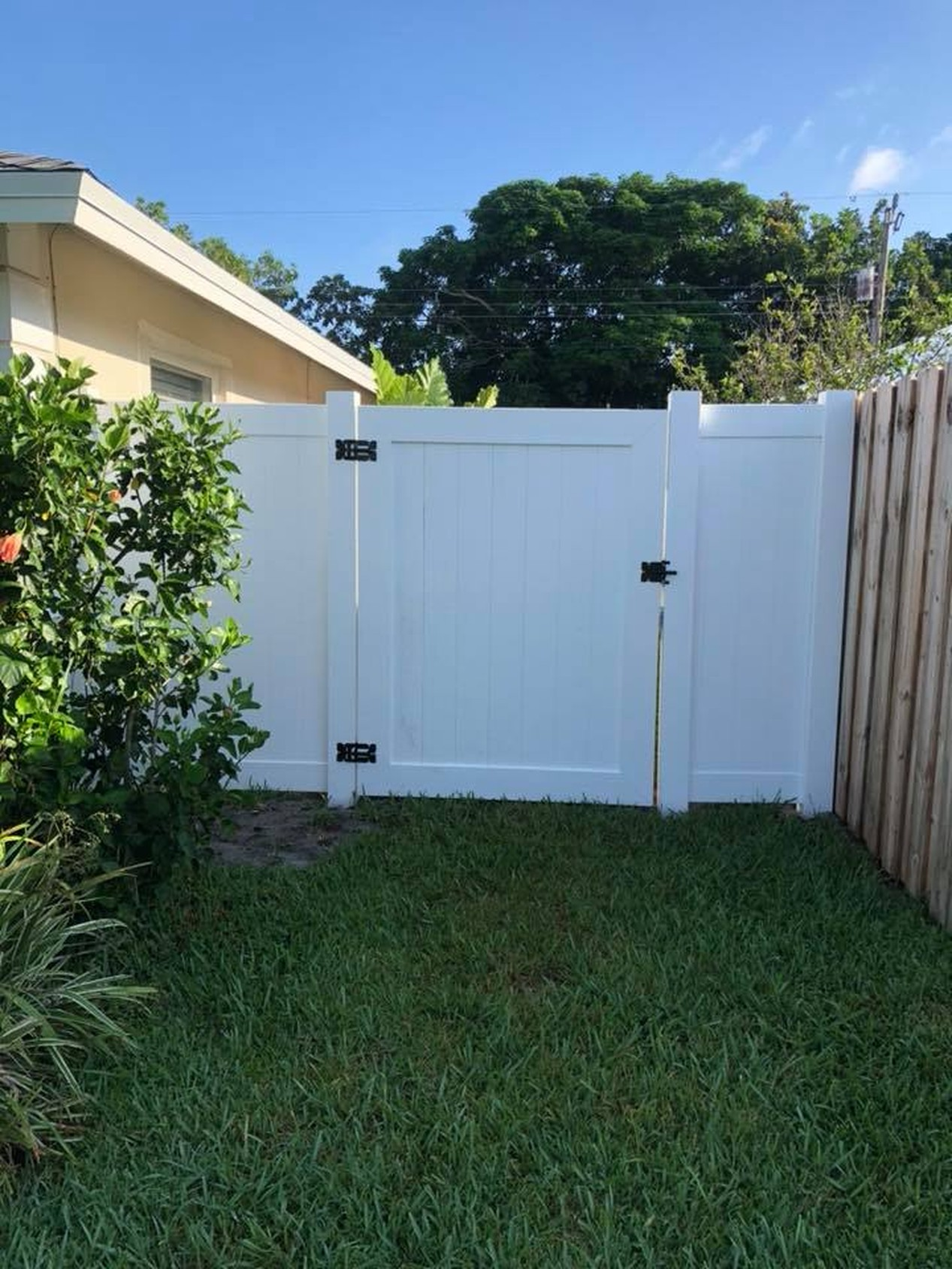 FENCES-PVC GATE