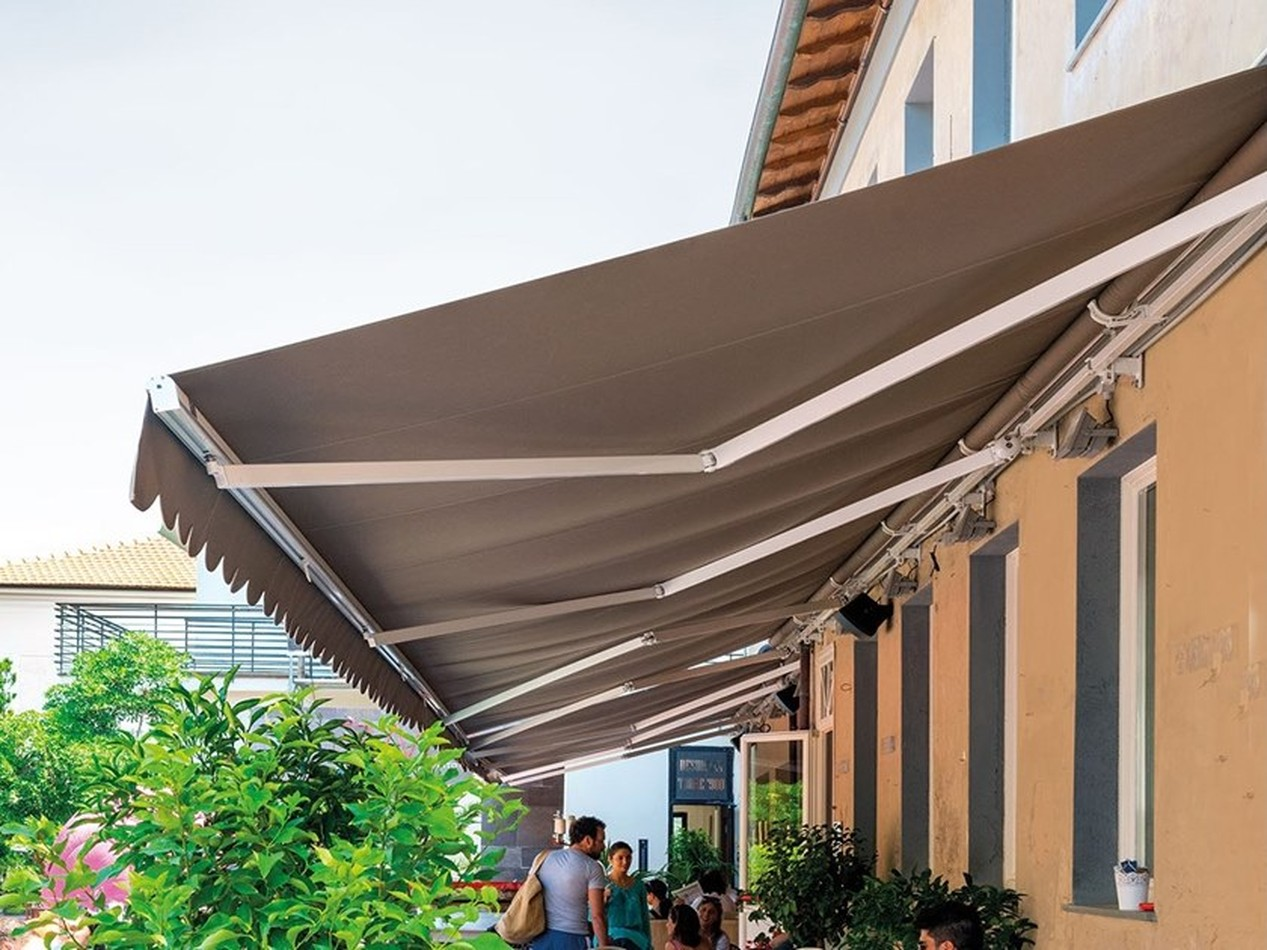Regular, Retractable & Aluminium Awnings